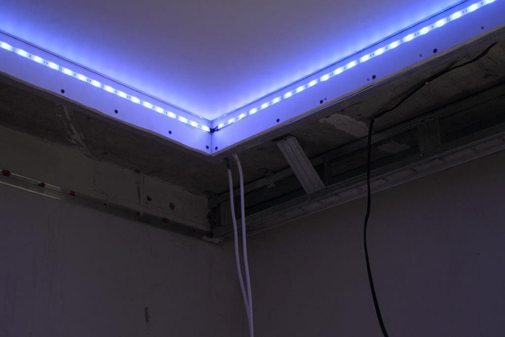 Подсветка потолка светодиодной лентой своими руками, видео