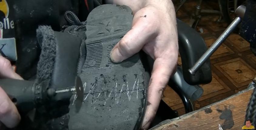 Как отремонтировать подошву кроссовок своими руками 61