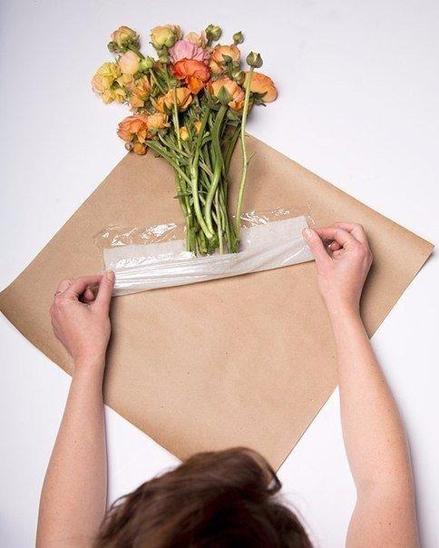 Как можно сделать упаковку для цветов 208