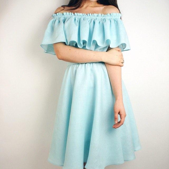 Платье с воланом на плечах сшить своими 32