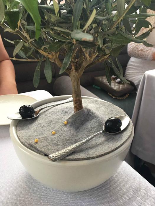 1food-serving-restaurant
