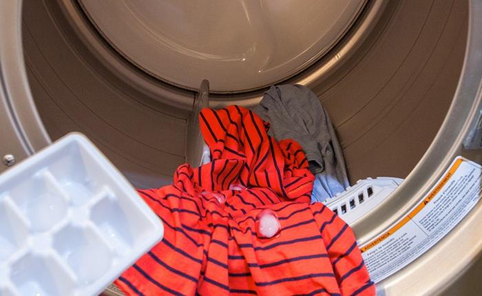 dewrinkle-clothes-icecubes-novate1